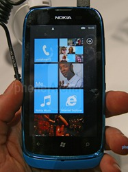 Nokia-Lumia-610-Hands-on-06