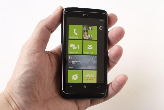 HTC 7 Trophy - один из первых смартфонов под управлением Windows Phone 7