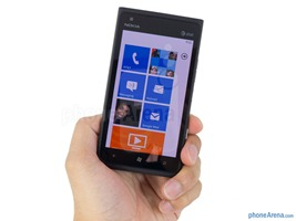 Nokia-Lumia-900-Review-03