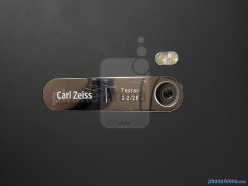 8-мегапиксельная камера с автофокусом в Nokia Lumia 900